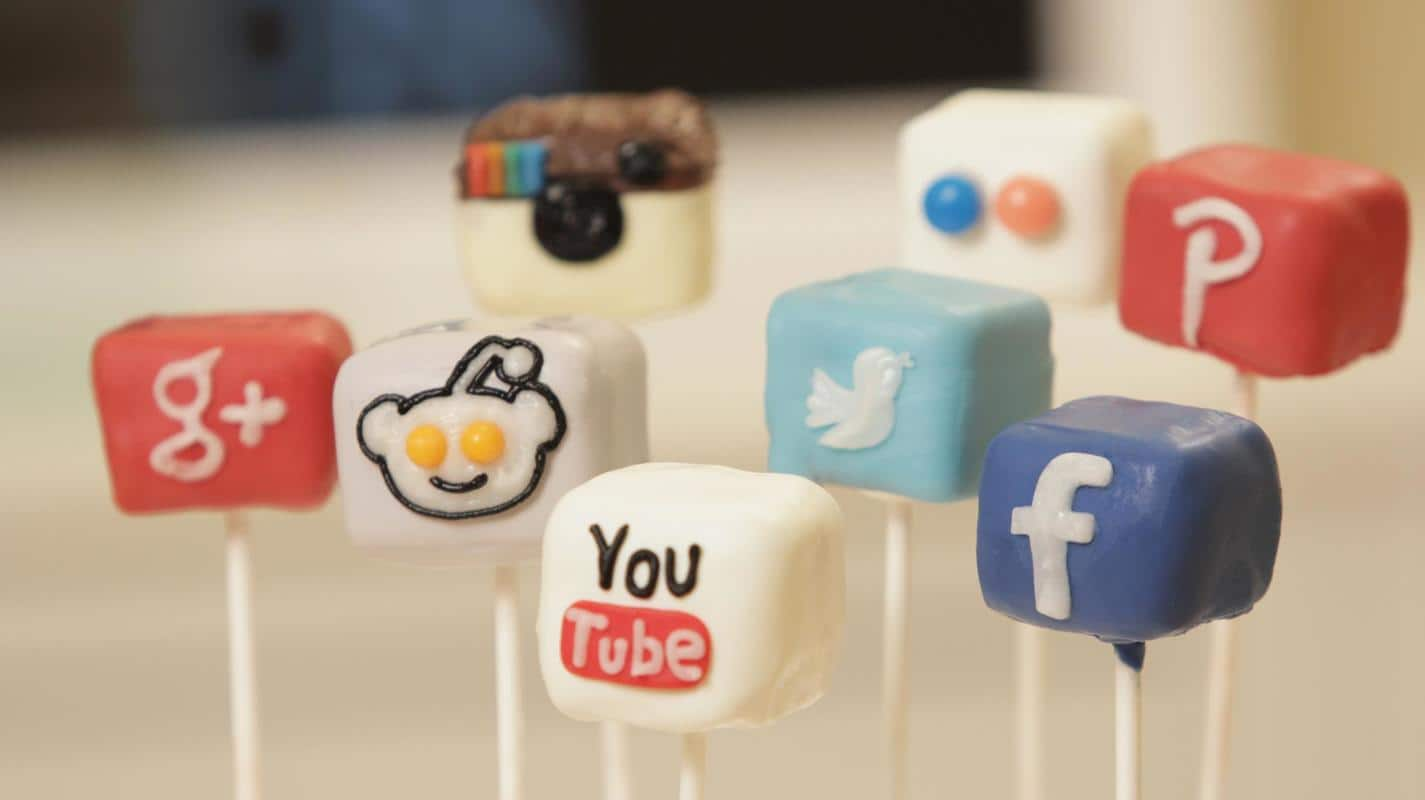 How to make social media cake pops – a video tutorial