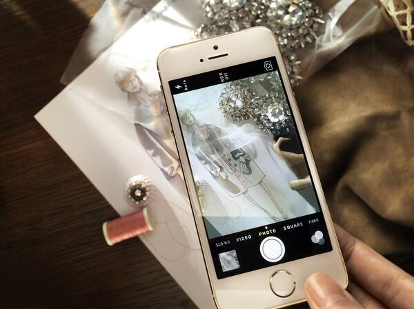 Twitter post from Burberry announcing their use of the iPhone 5s to create content relating to their Spring Summer 2014 collection