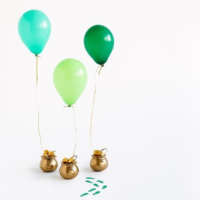Use balloons to mark the end of your treasure hunt on St Patrick's Day attached to a pot of gold